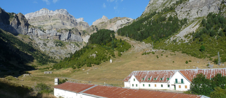 2020-08-16 Caserne militaire Canfranc > lac Tortiellas