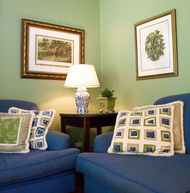 cushions and matching wall colours