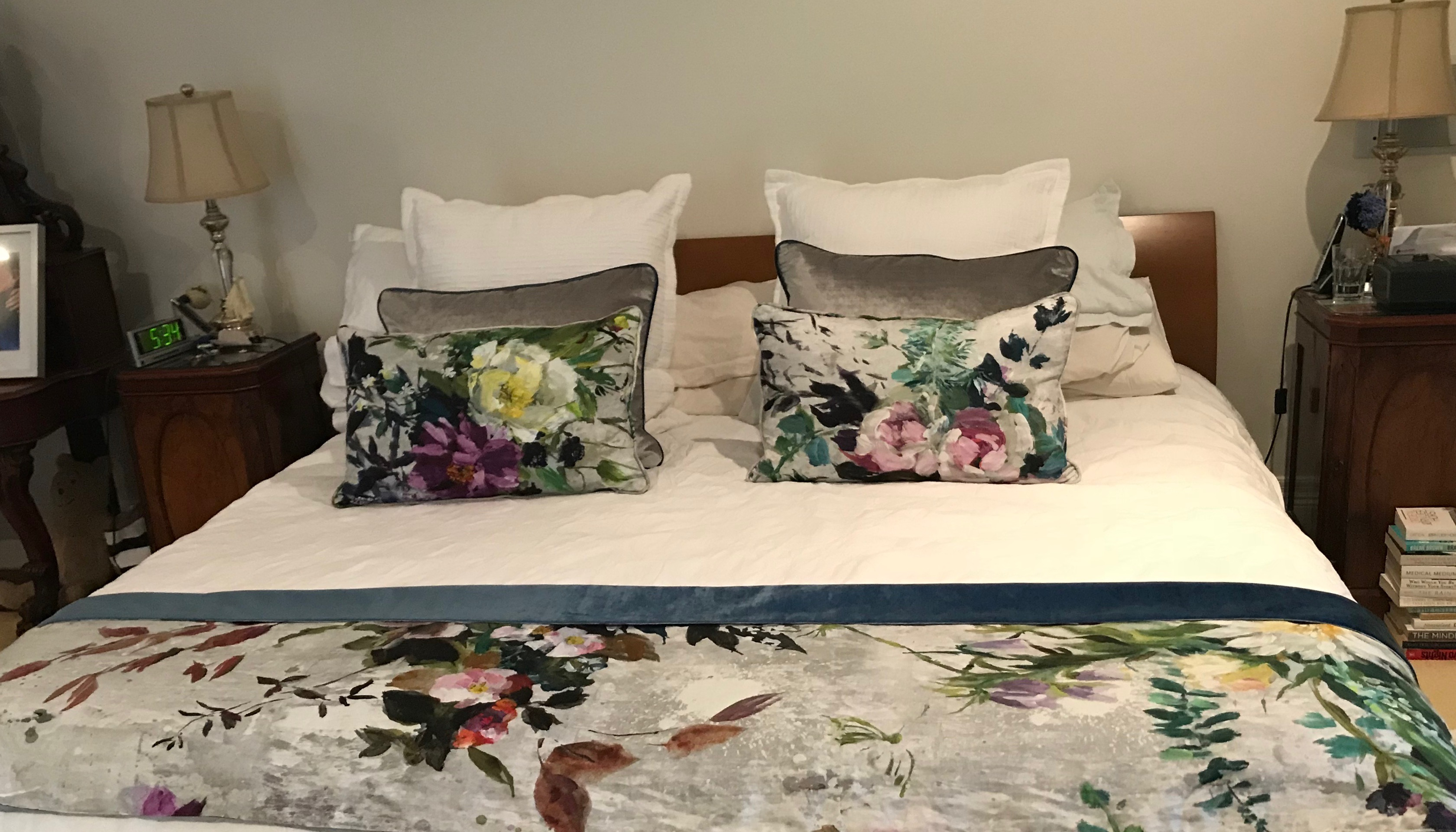 cushions and matching throw