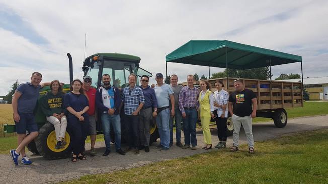 Руководители «Комсомольца» изучили опыт крупнейших производителей рапса в Канаде