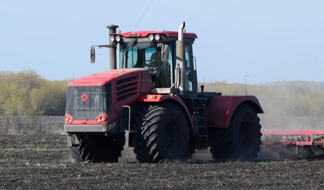 «Комсомолец» стал дилером завода-производителя тракторов «Кировец» в Забайкалье