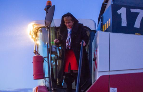 Наталья Жданова проинспектировала ход уборочных работ в Чернышевском районе
