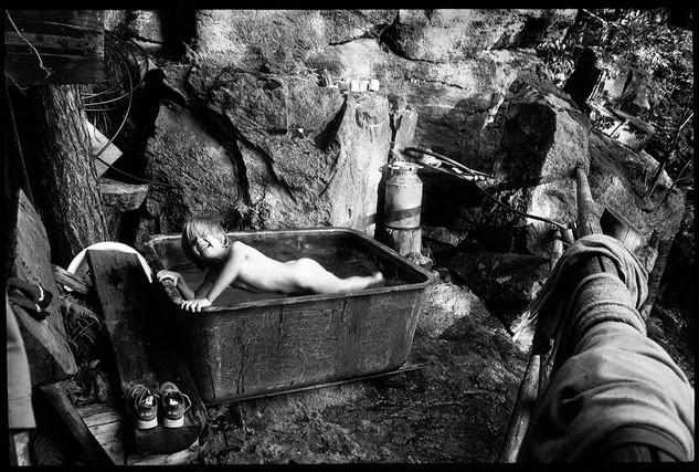 Petite fille à la baignoire