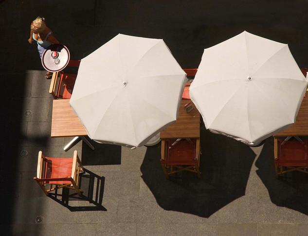 Serveuse Place Garibaldi, à Nice