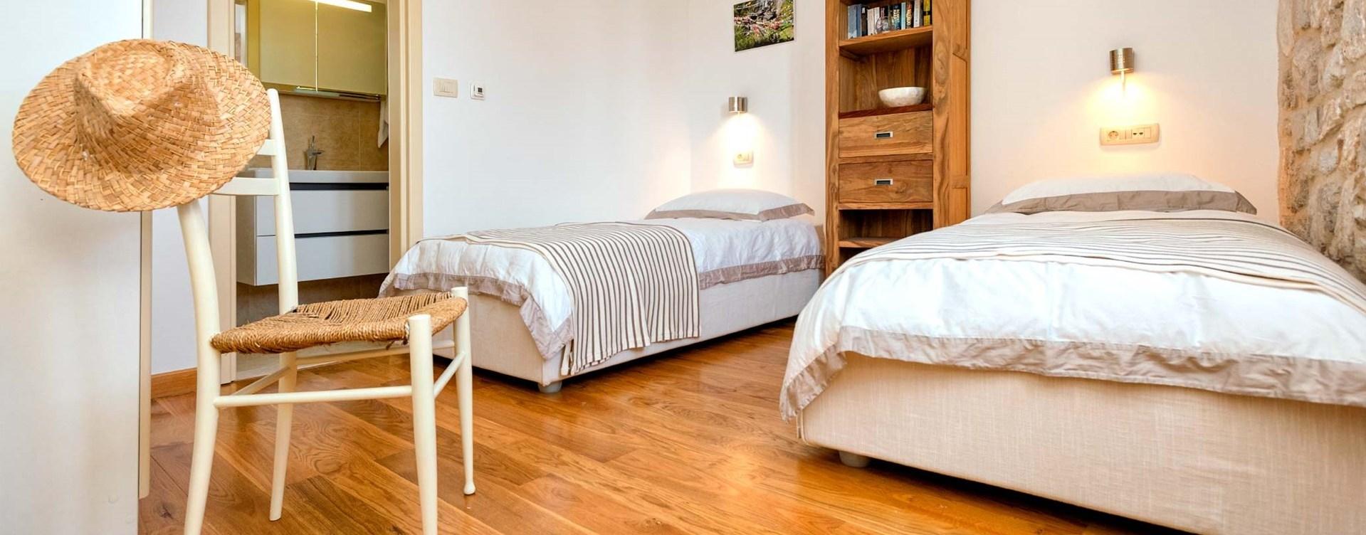 hvar-house-twin-bedroom-1