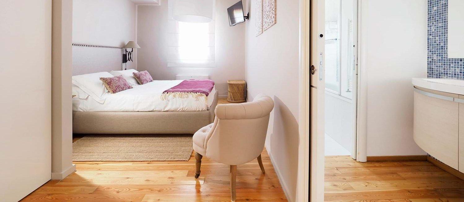 villa-trecastagni-double-bedroom-2