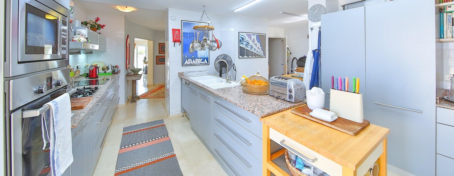 villa-kas-contemporary-kitchen