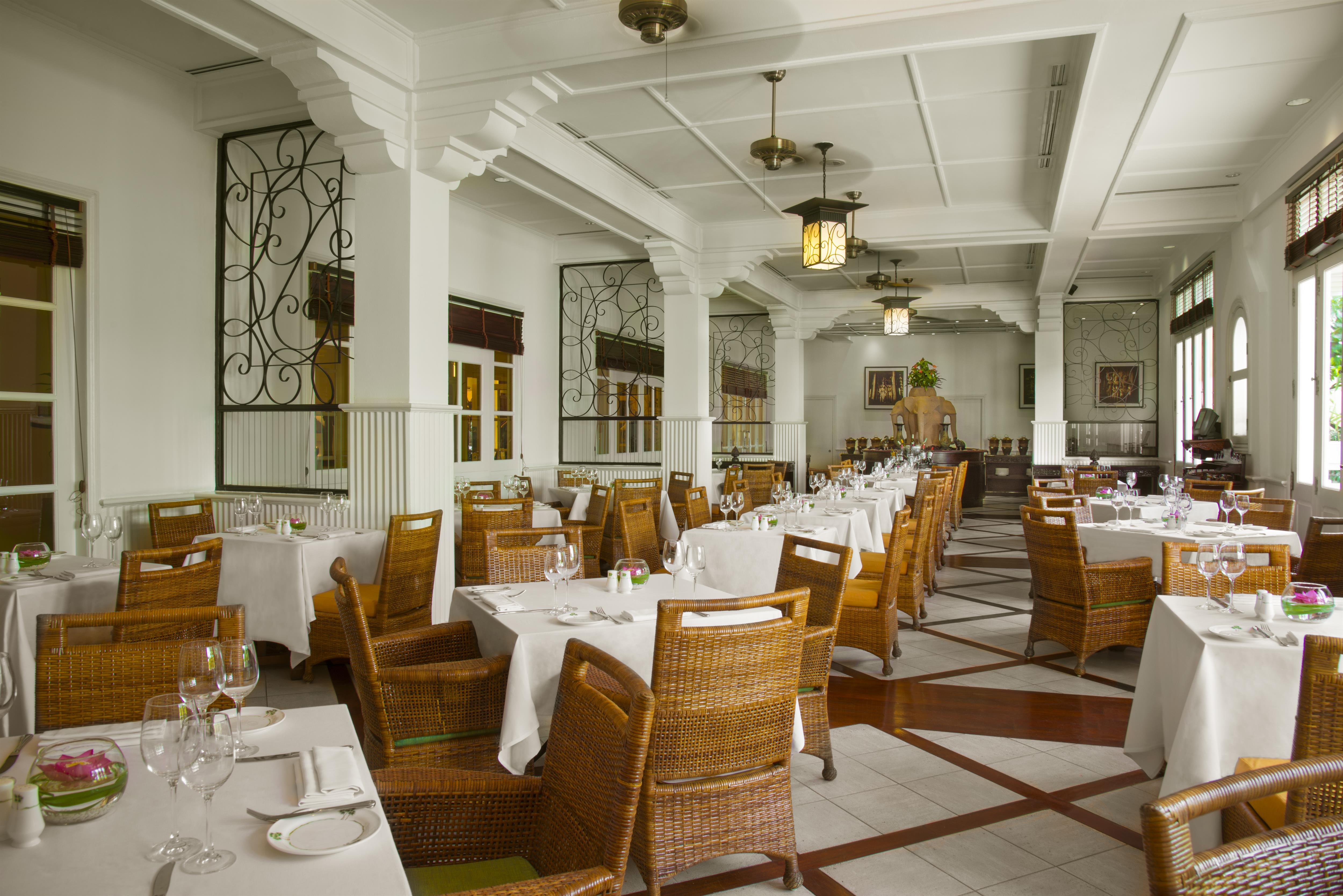 cafe-terrace-raffles-grand-hotel