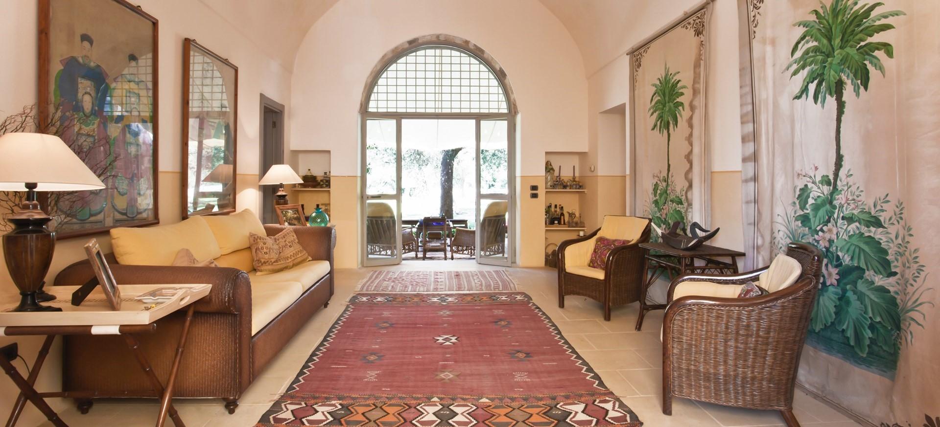 villa-le-more-puglia-vaulted-lounge