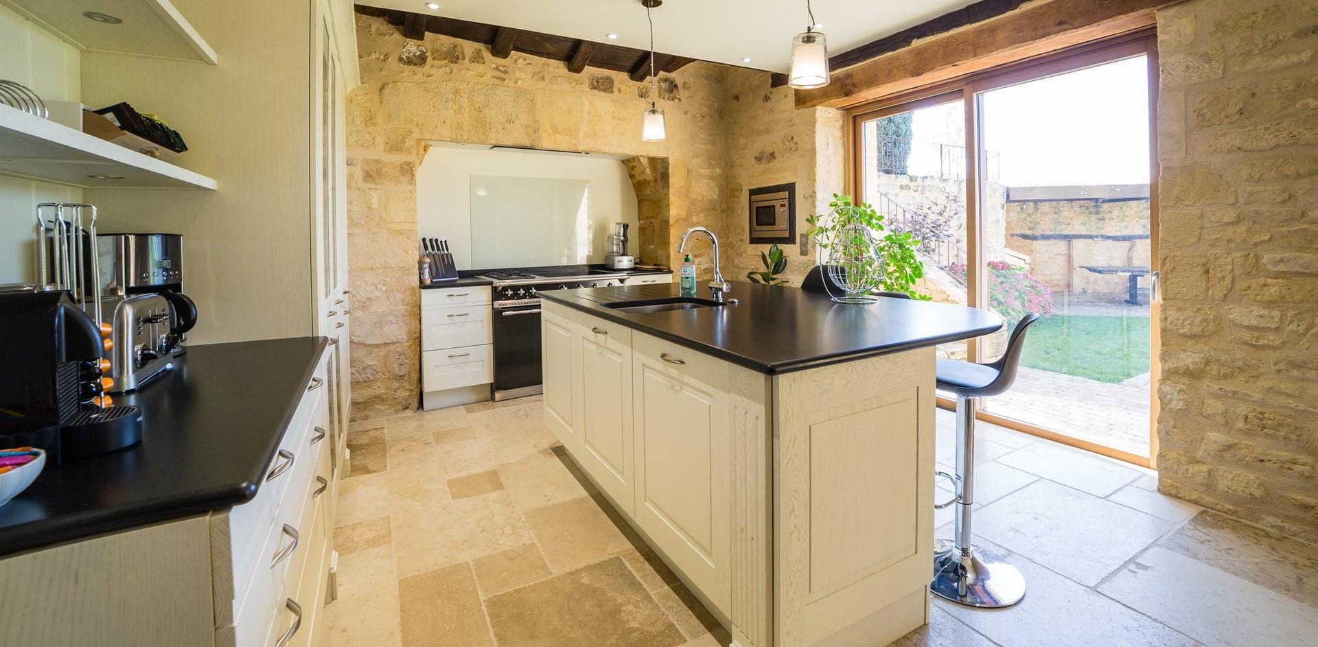 villa-le-village-kitchen