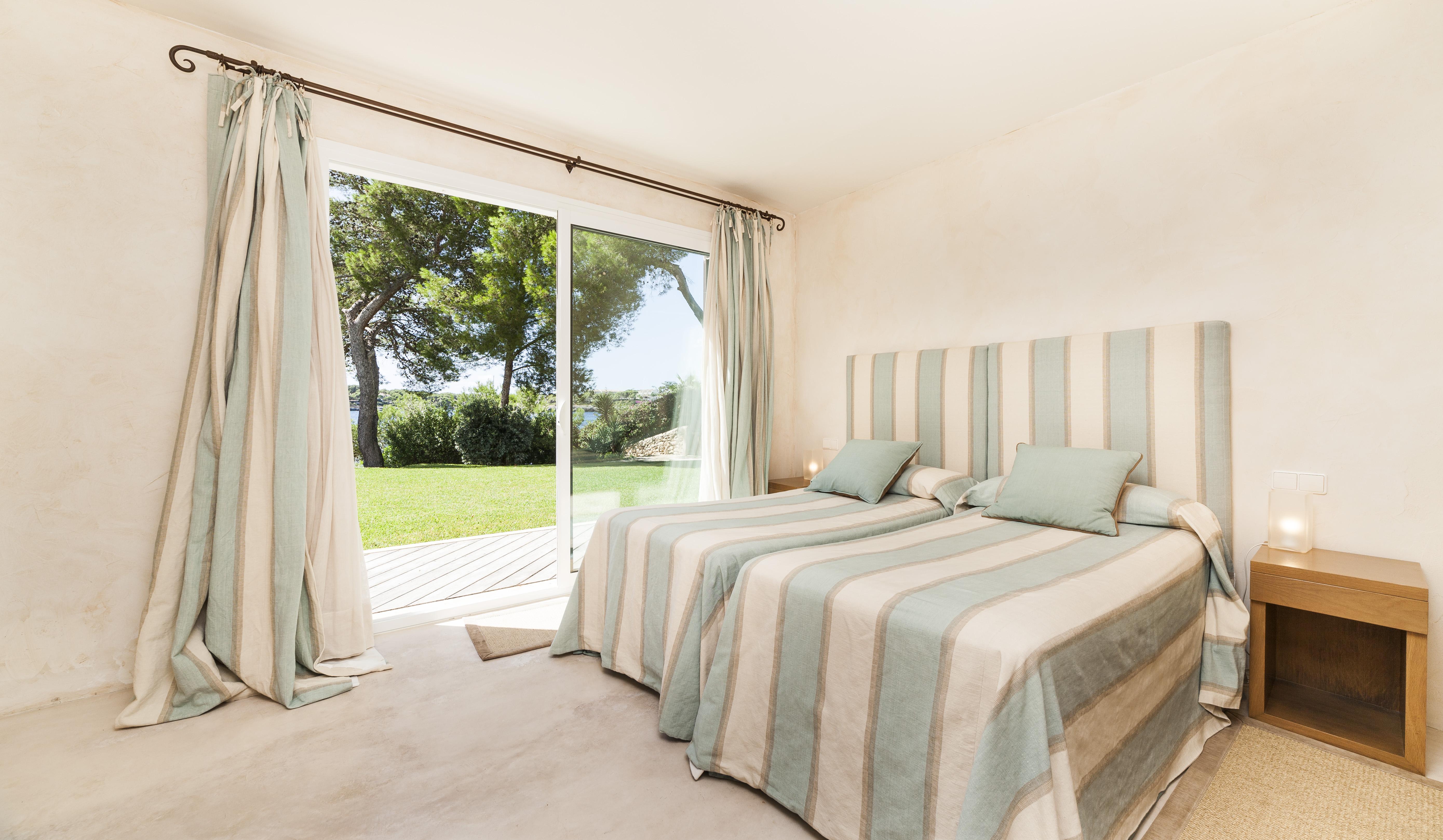 can-mondrago-garden-view-bedroom