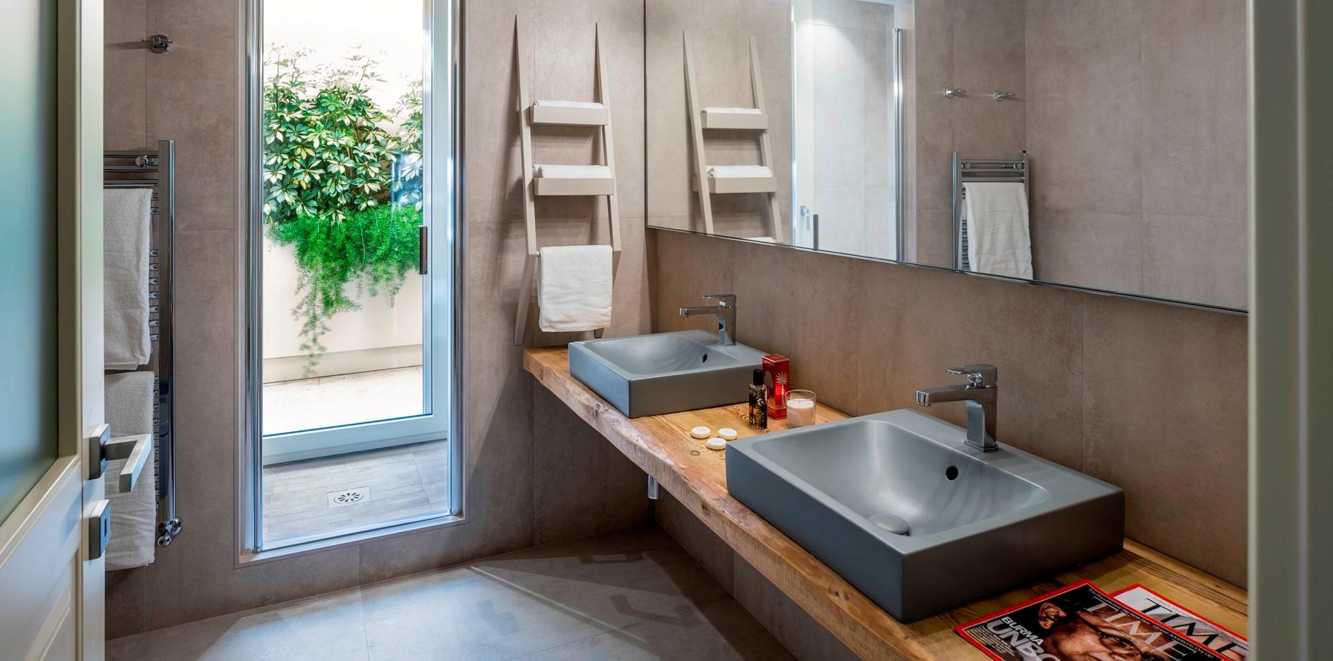 contemporary-en-suite-shower-room