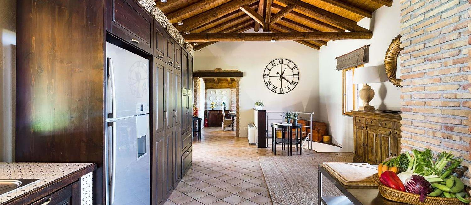 villa-trecastagni-sicily-kitchen-hall