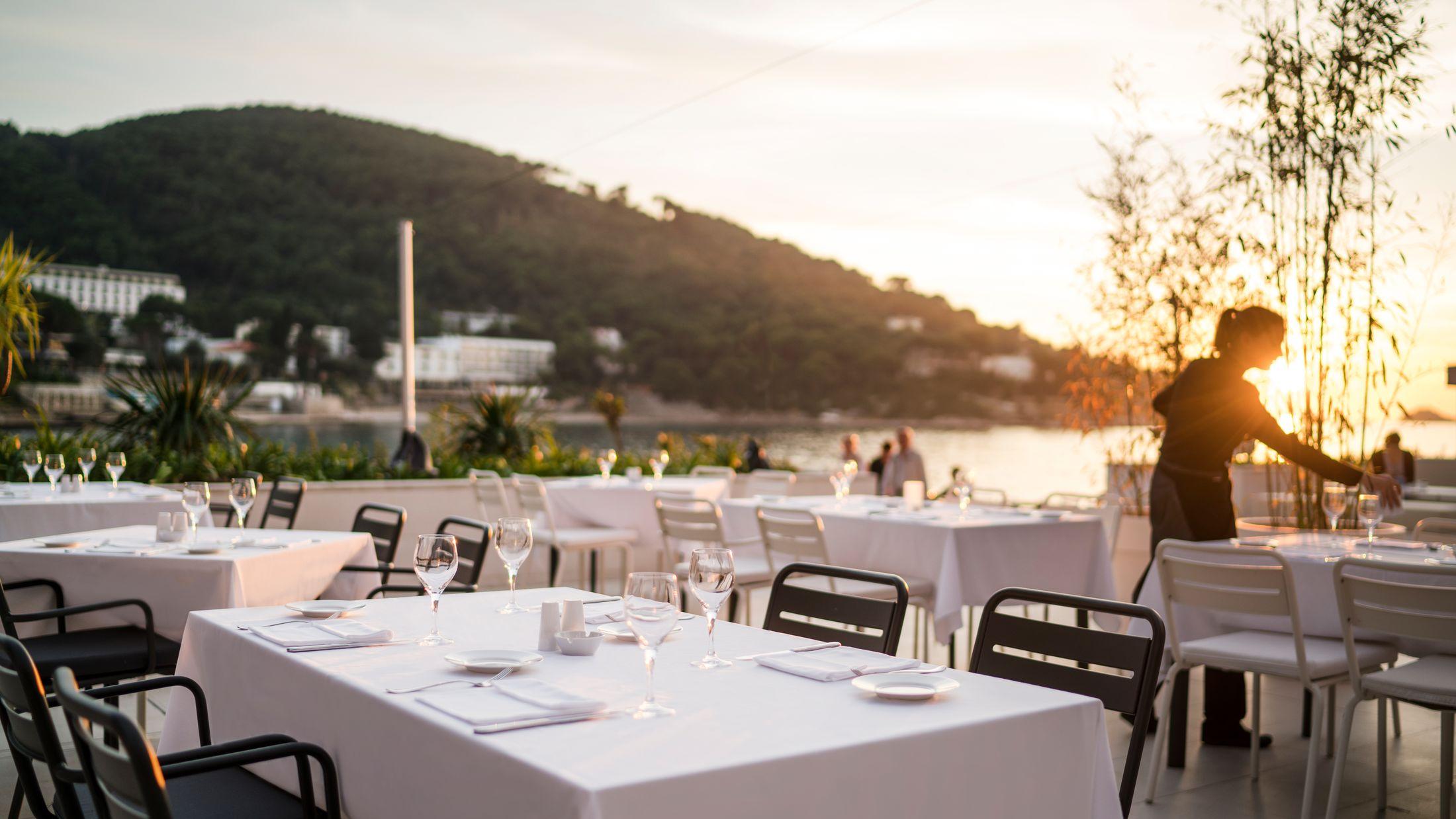 hotel-kompas-dining-terrace