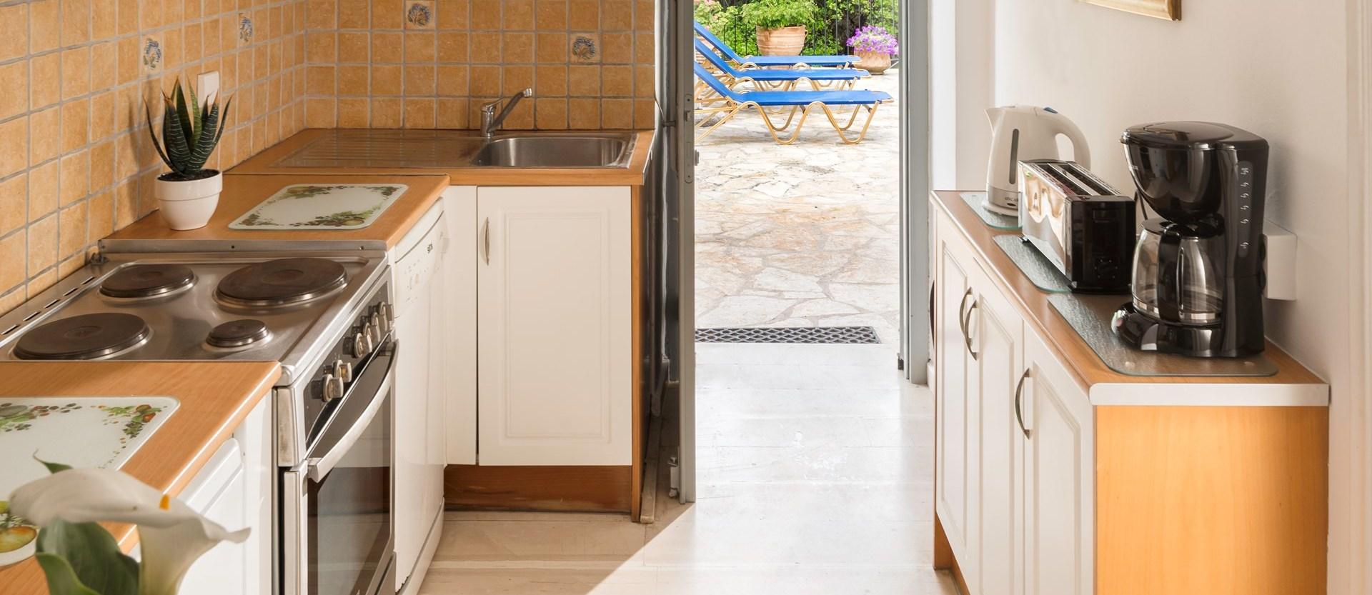 apraos-house-corfu-kitchen
