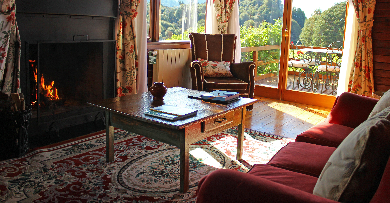 llao-llao-lake-cabin-living-room