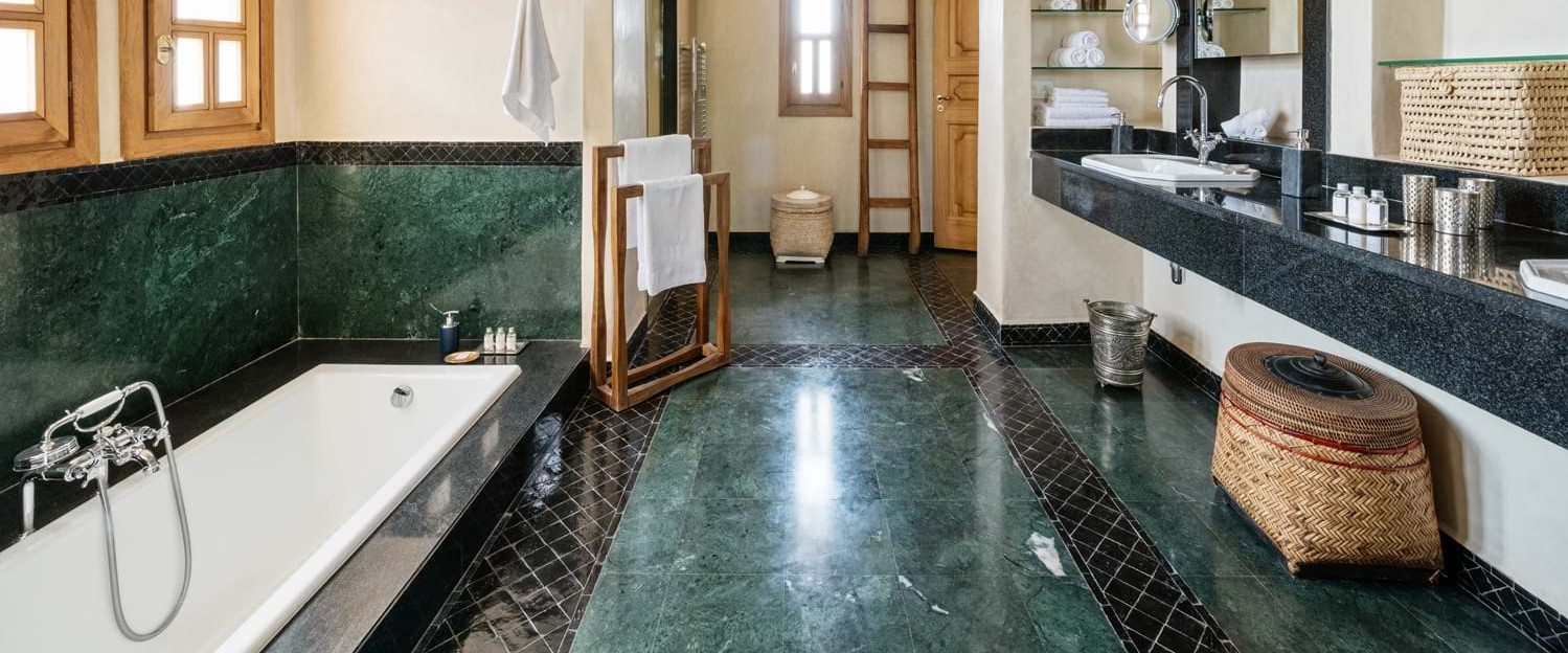 villa-cobalt-blue-master-bath