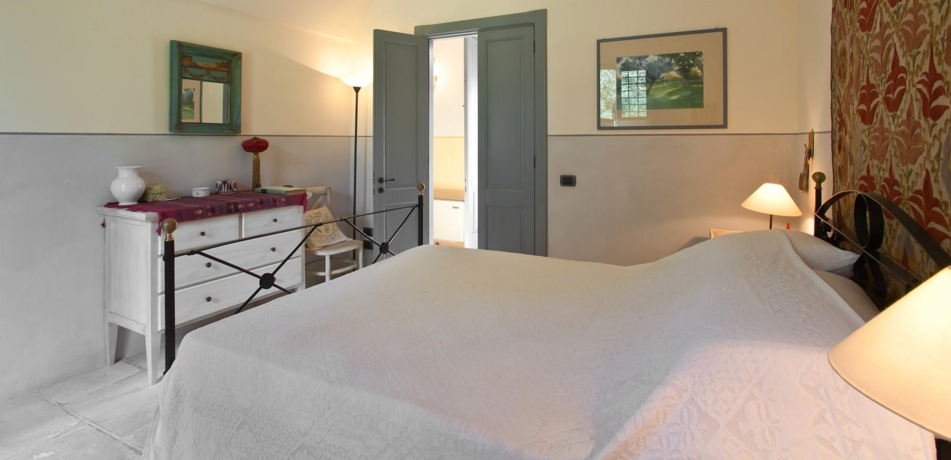 villa-le-more-puglia-double-bedroom-1