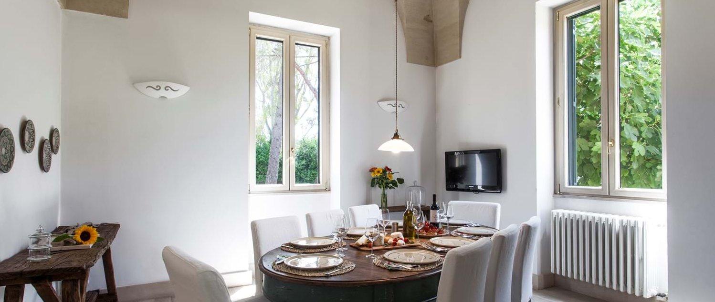 villa-lucia-indoor-dining