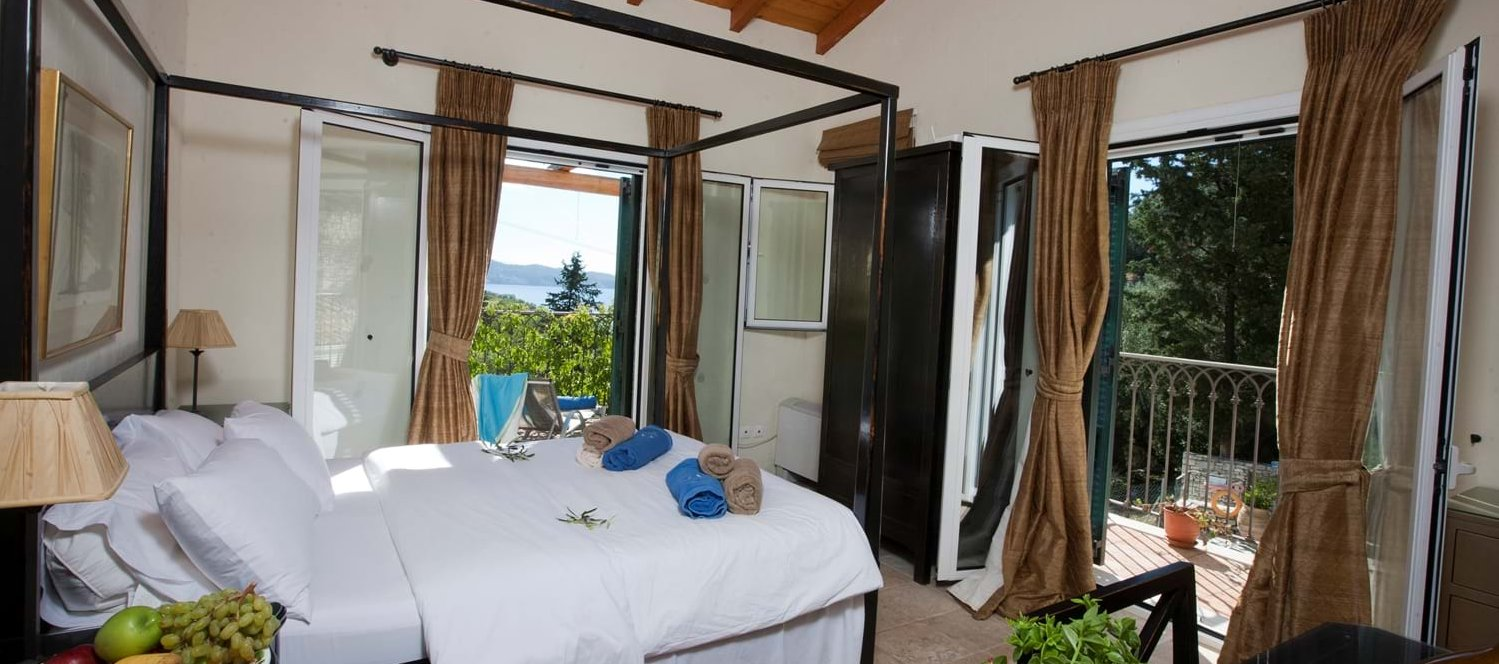 villa-mokoras-luxury-master-bedroom