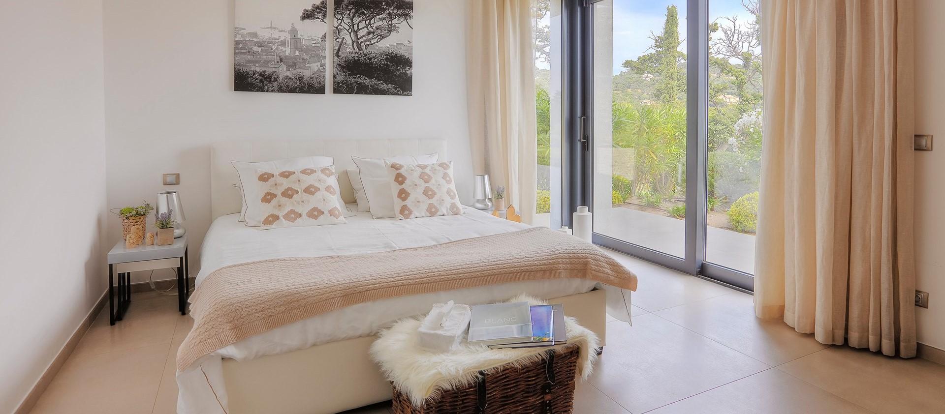 villa-grimaud-double-bedroom-2