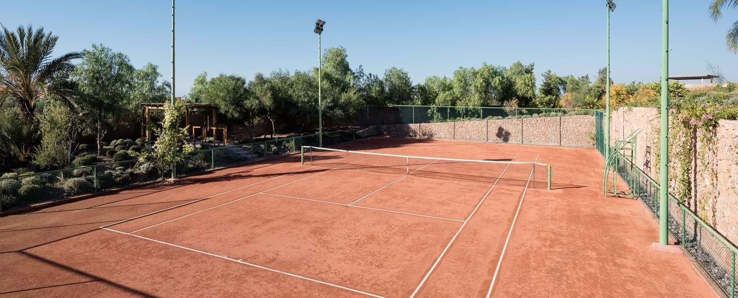 villa-cobalt-blue-tennis-court