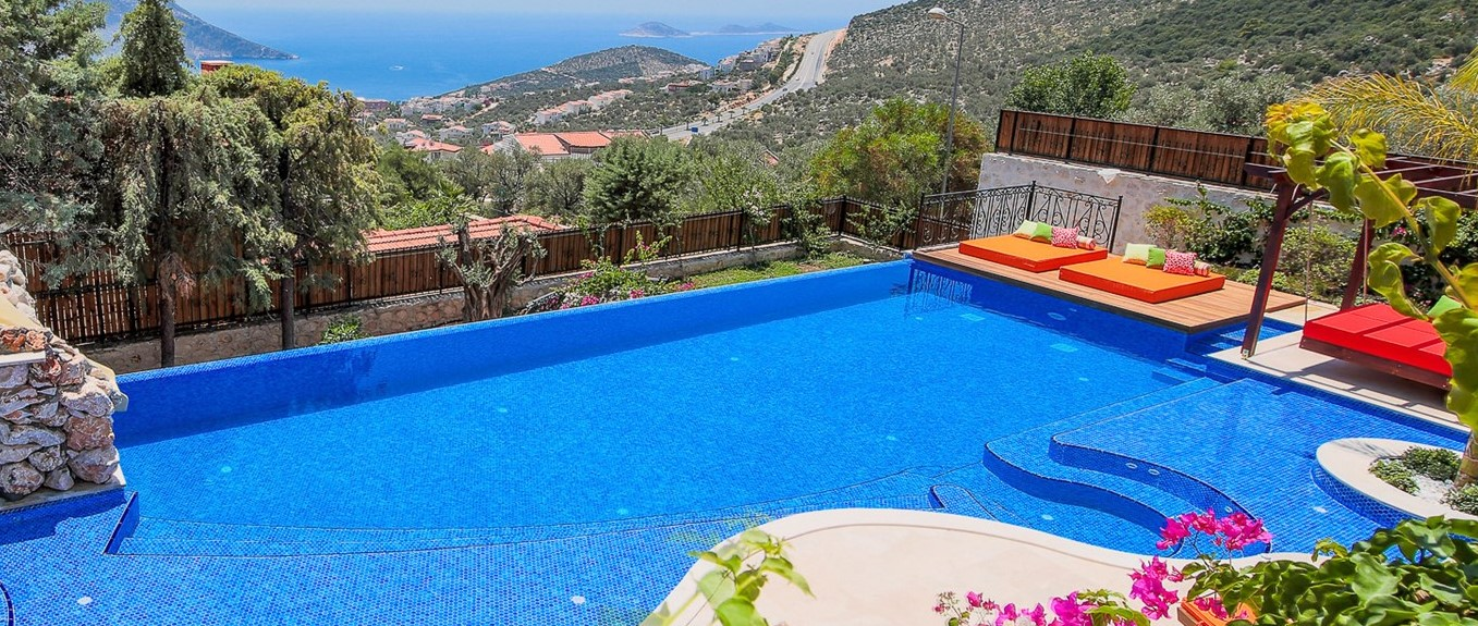 villa-caria-kalkan-swimming-pool-day-bed
