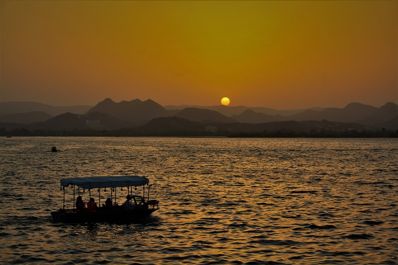 Sunset-at-Pichola-Lake-Udaipur-City