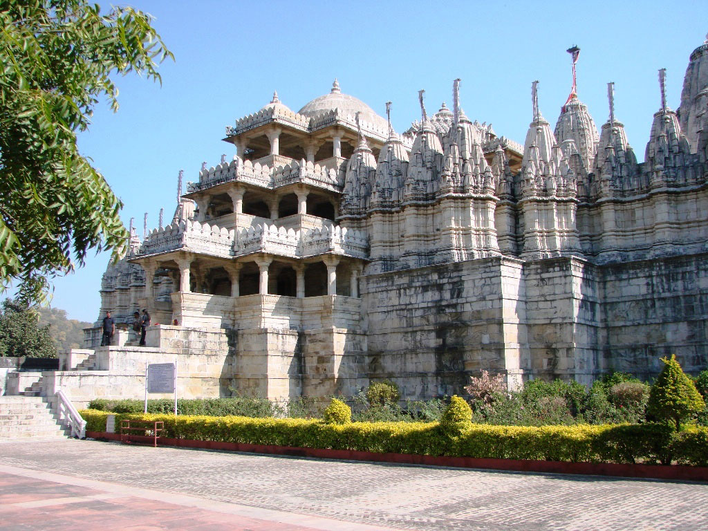 Side-view-of-Ranakpur-Jain-temple