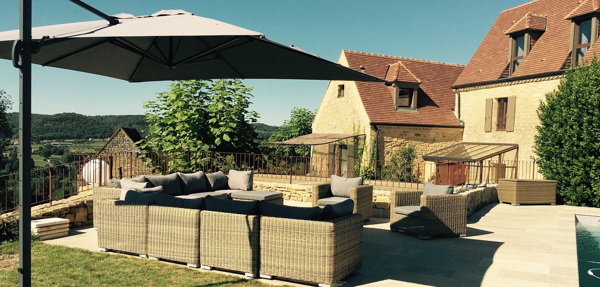 sunny-terrace-le-village-dordogne