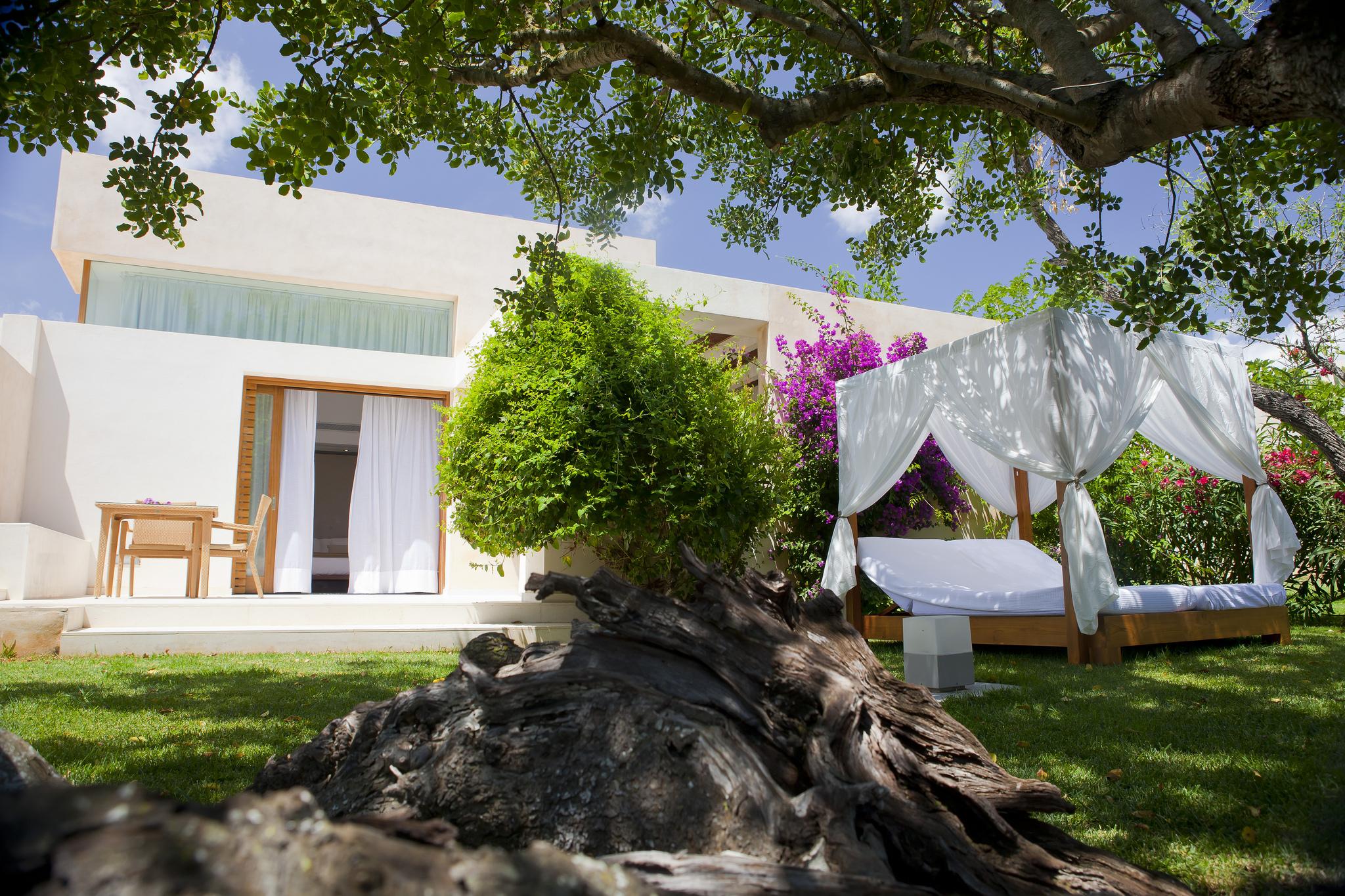 contemporary-hotel-villa-ibiza
