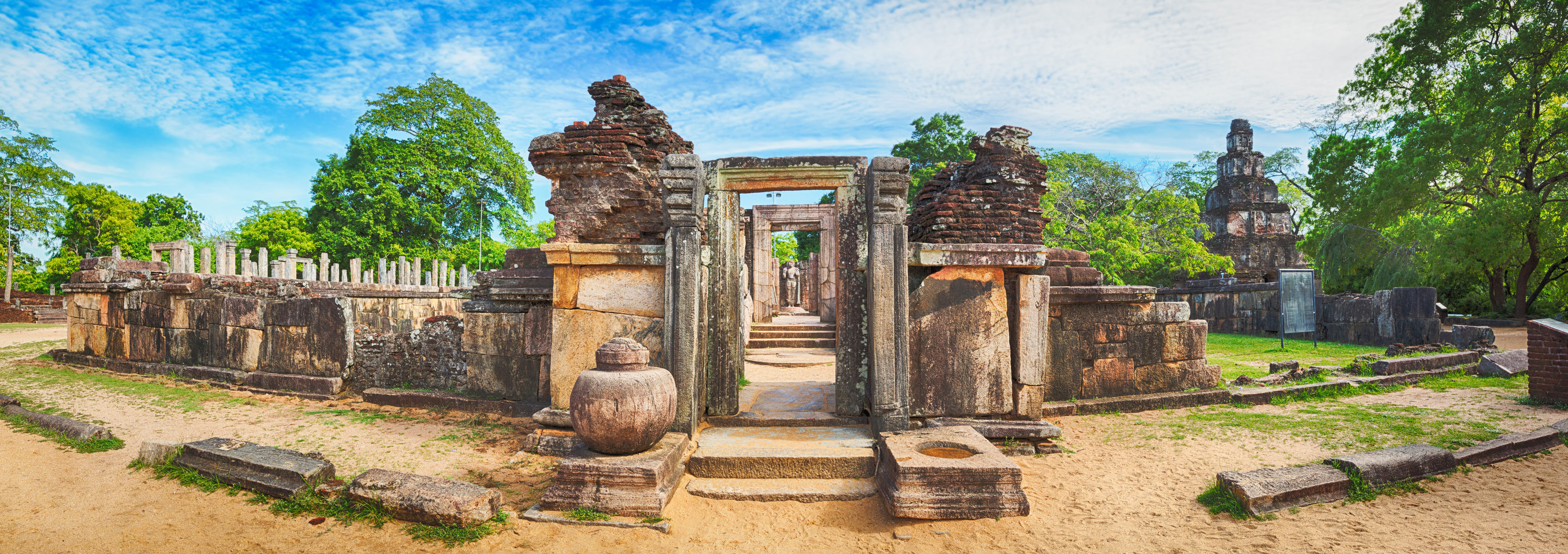 Polonnaruwa-ruins-sri-lanka