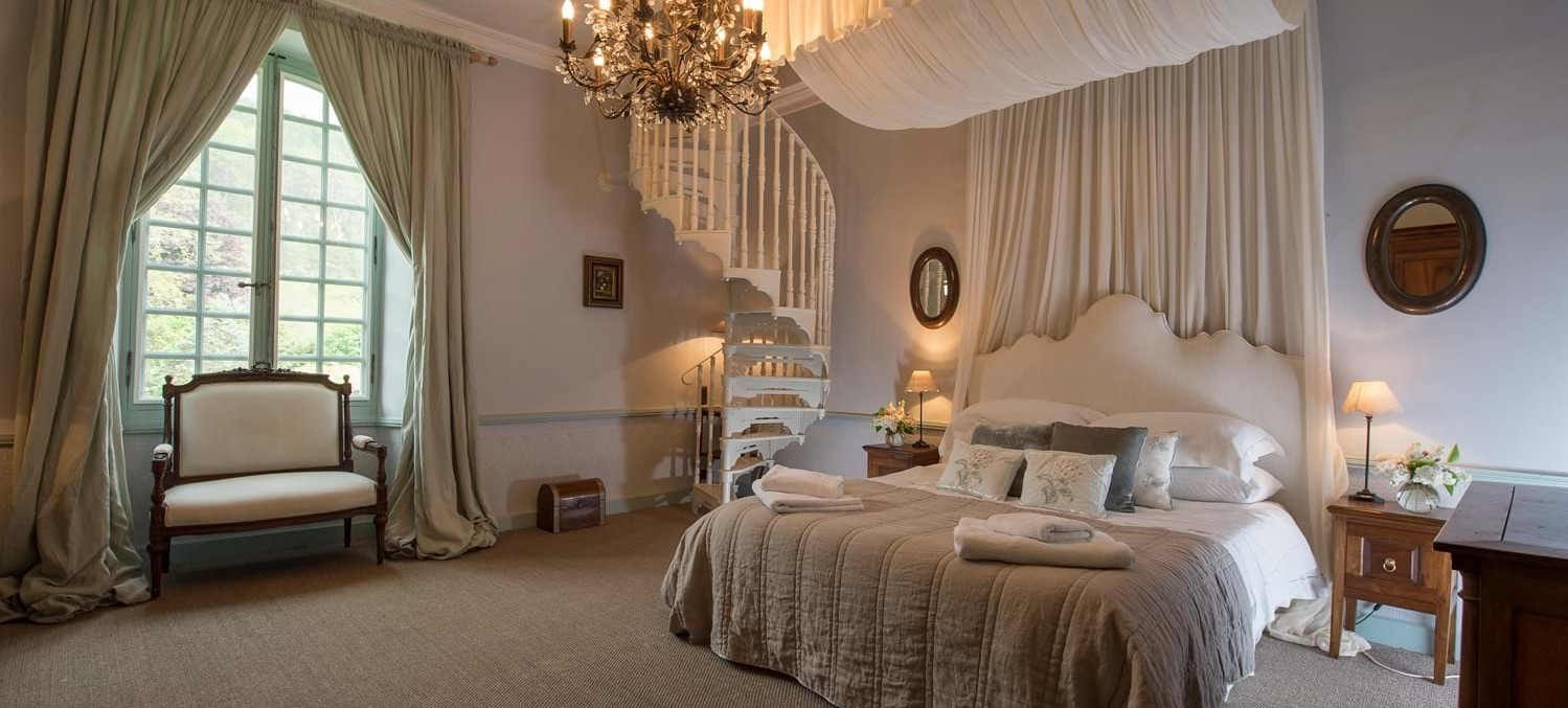 chateau-double-bedroom-2