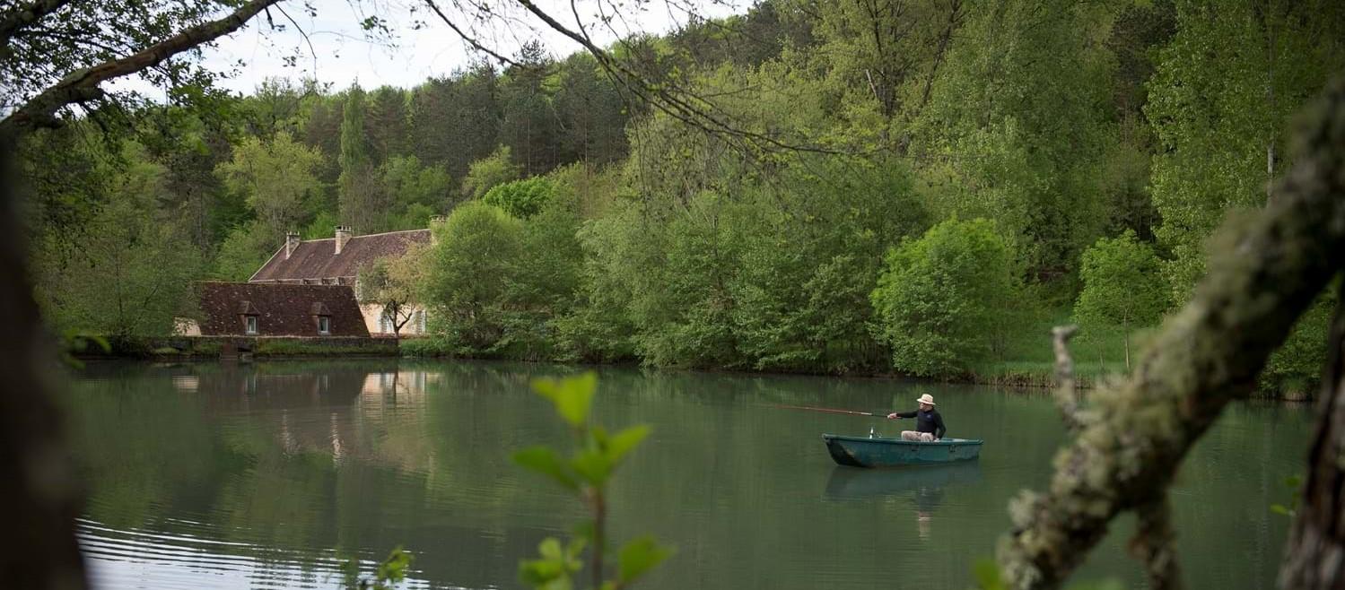 chateau-le-chartreuse-lake