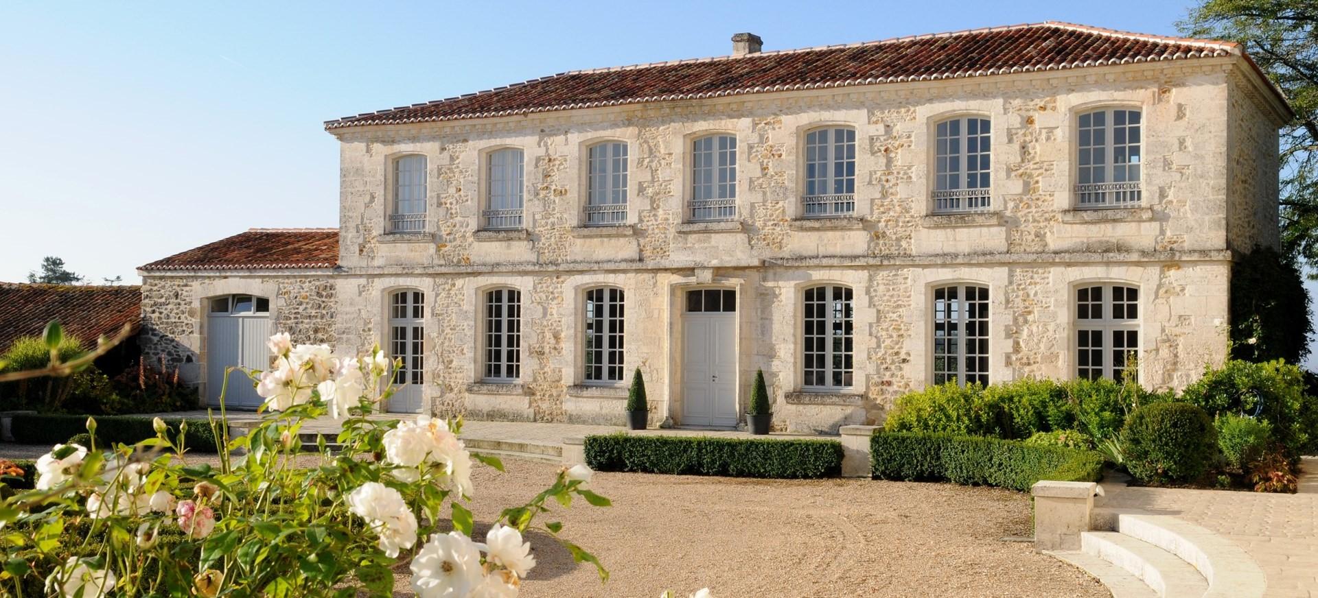 arriving-at-villa-domaine-de-bagatelle