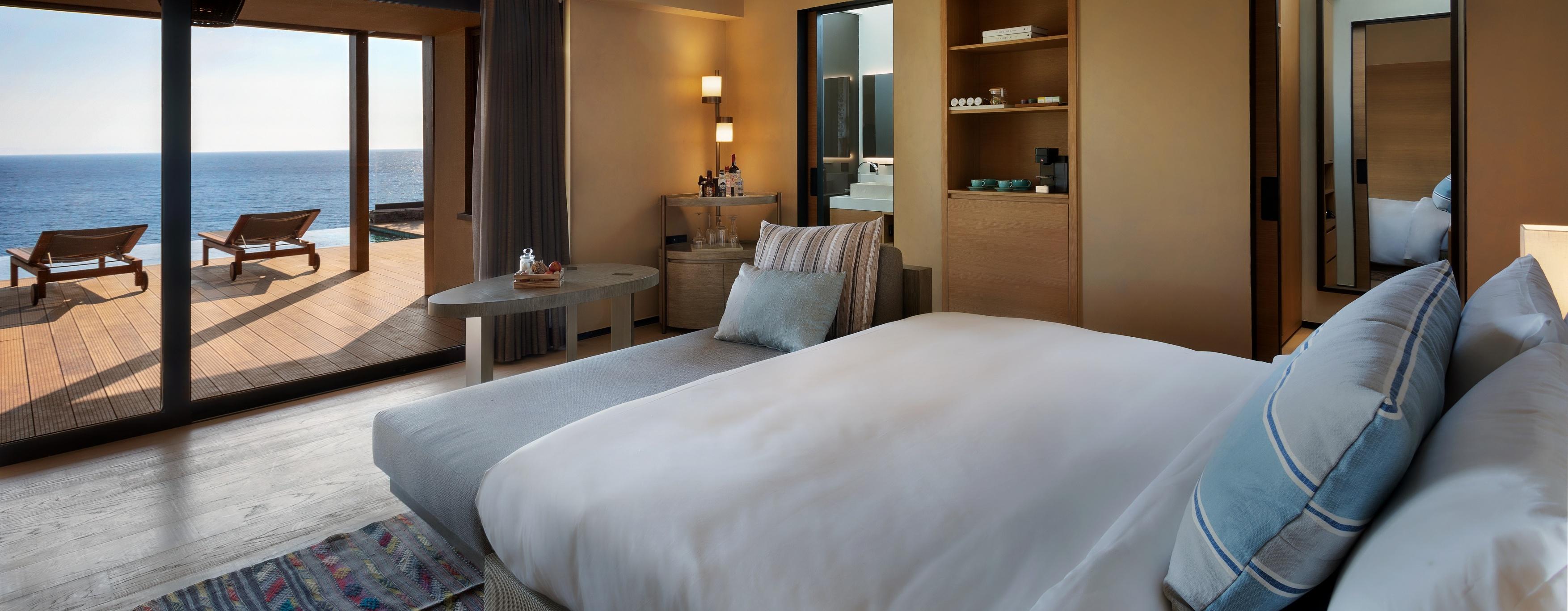 Seaview_Ridge_Villa_with_Pool_Bedroom