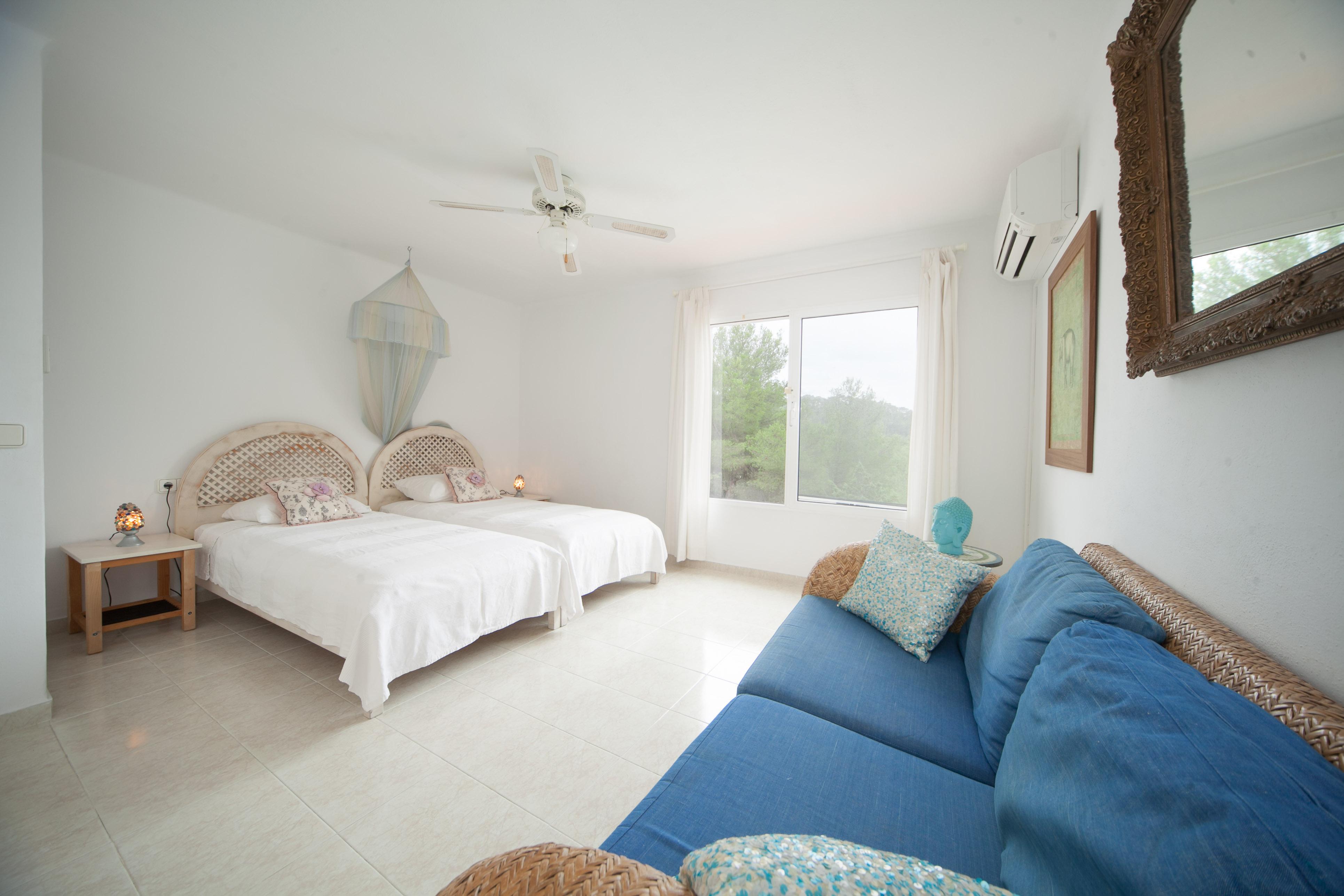 villa-binimentha-bedroom-ibiza