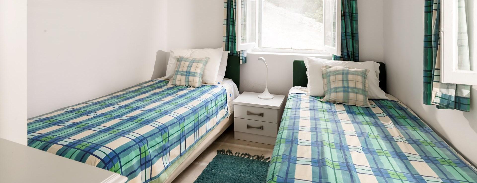 apraos-house-corfu-twin-bedroom