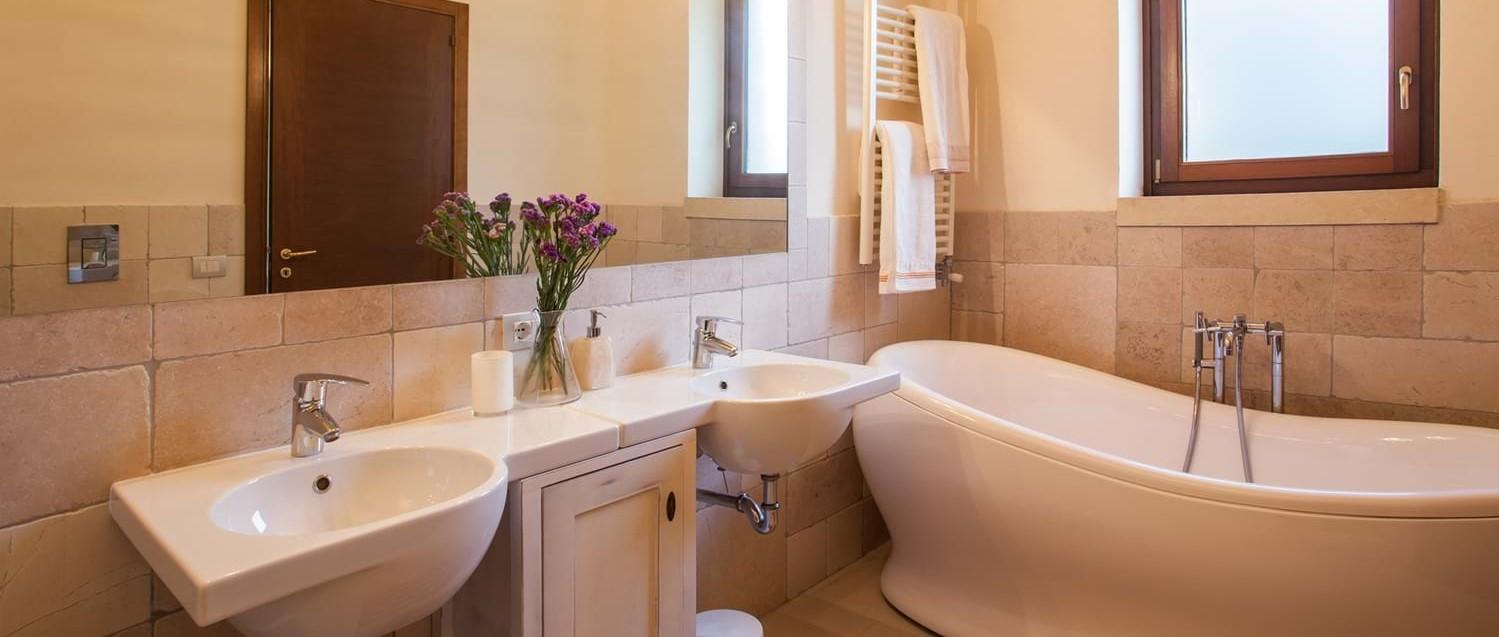 masseria-violetta-master-bathroom