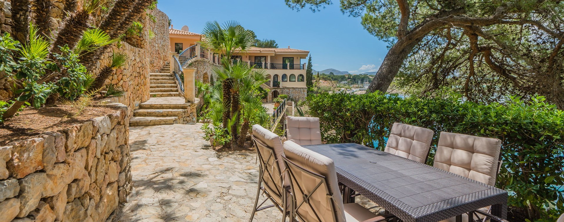 villa-el-mirador-garden-dining