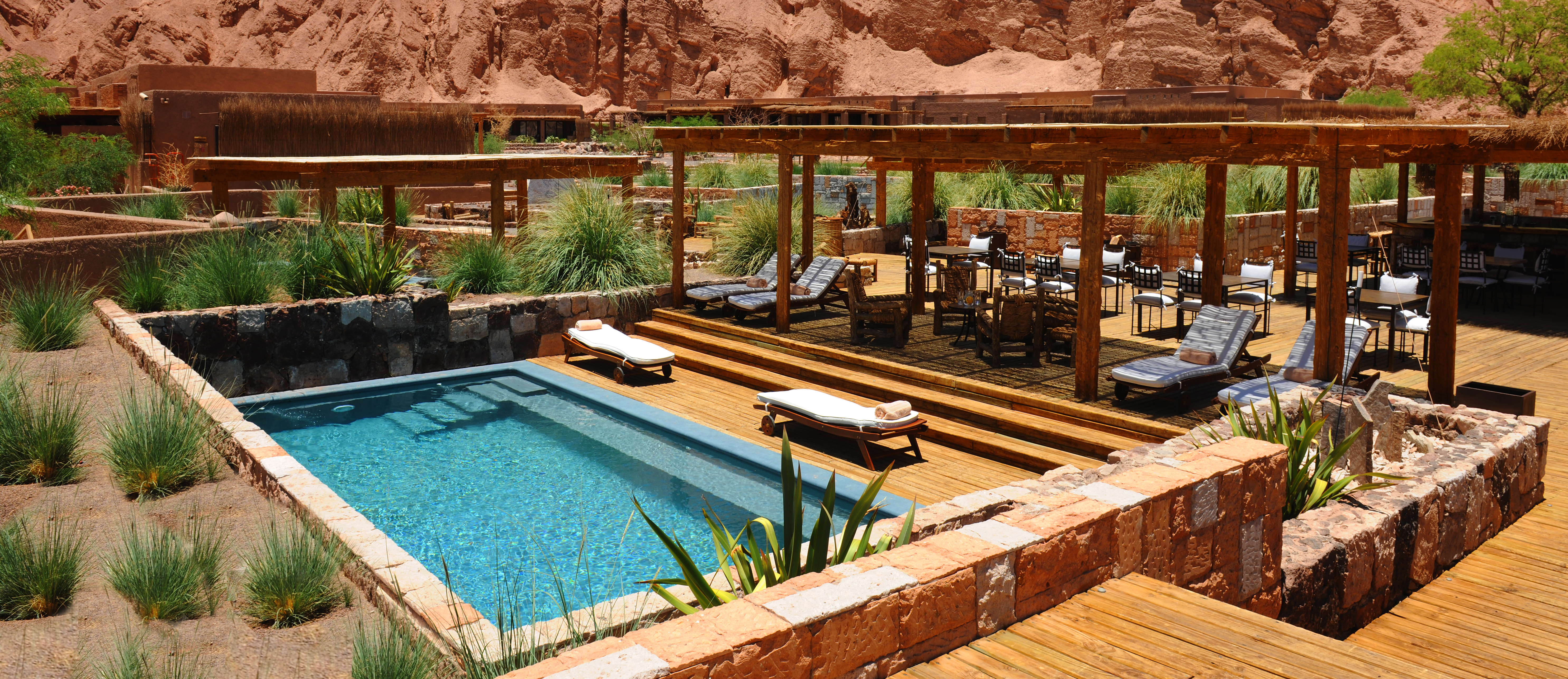 alto-atacama-pool-area