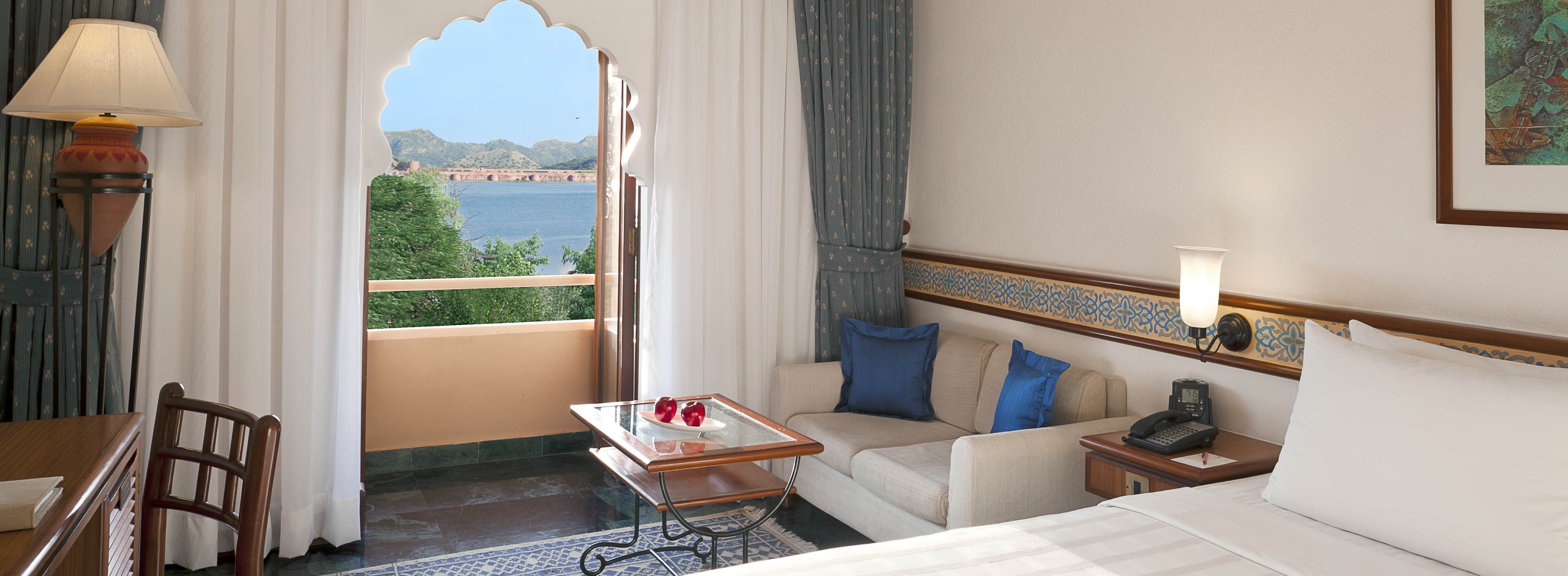 lake-view-room-trident-jaipur