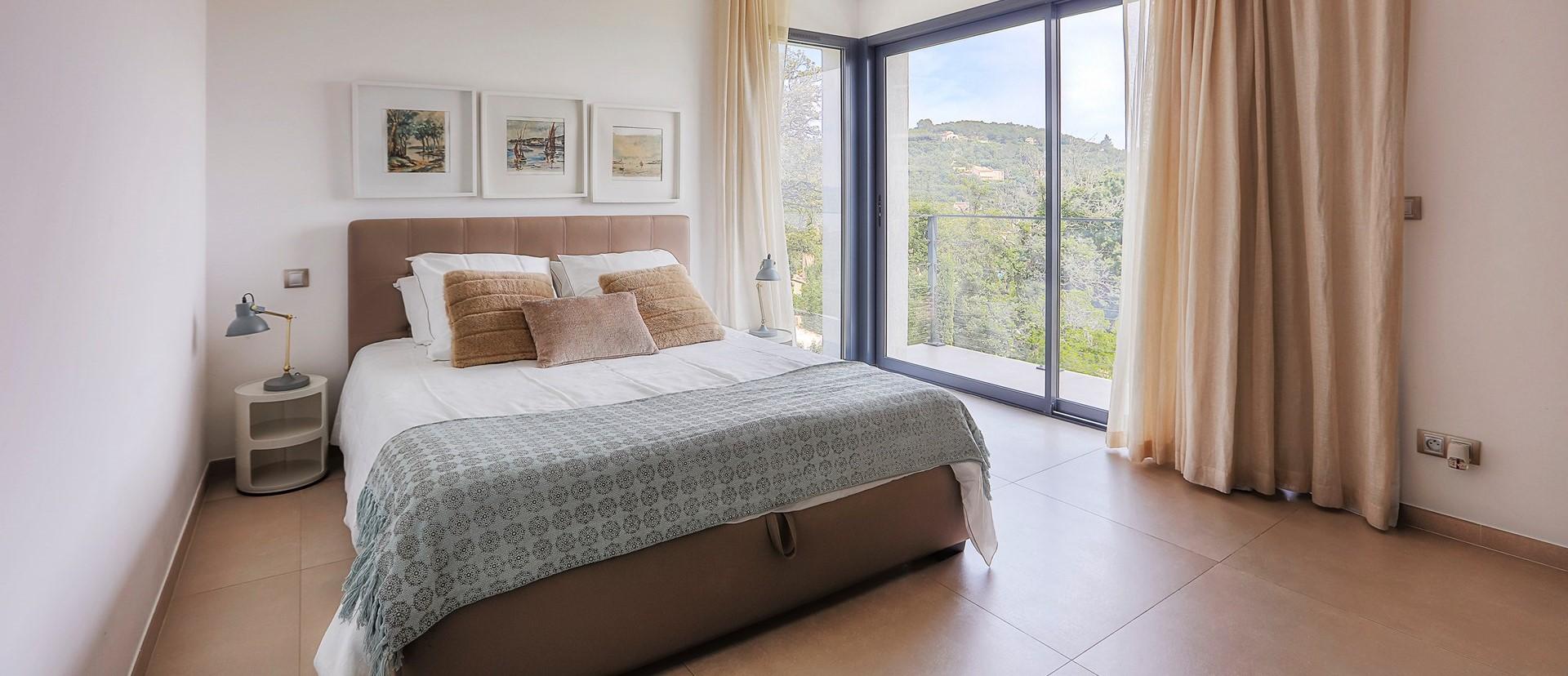 villa-grimaud-double-bedroom-3