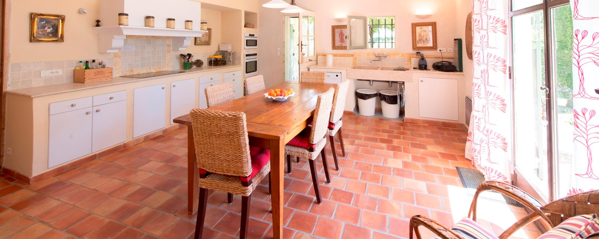 villa-isabelle-kitchen-dining