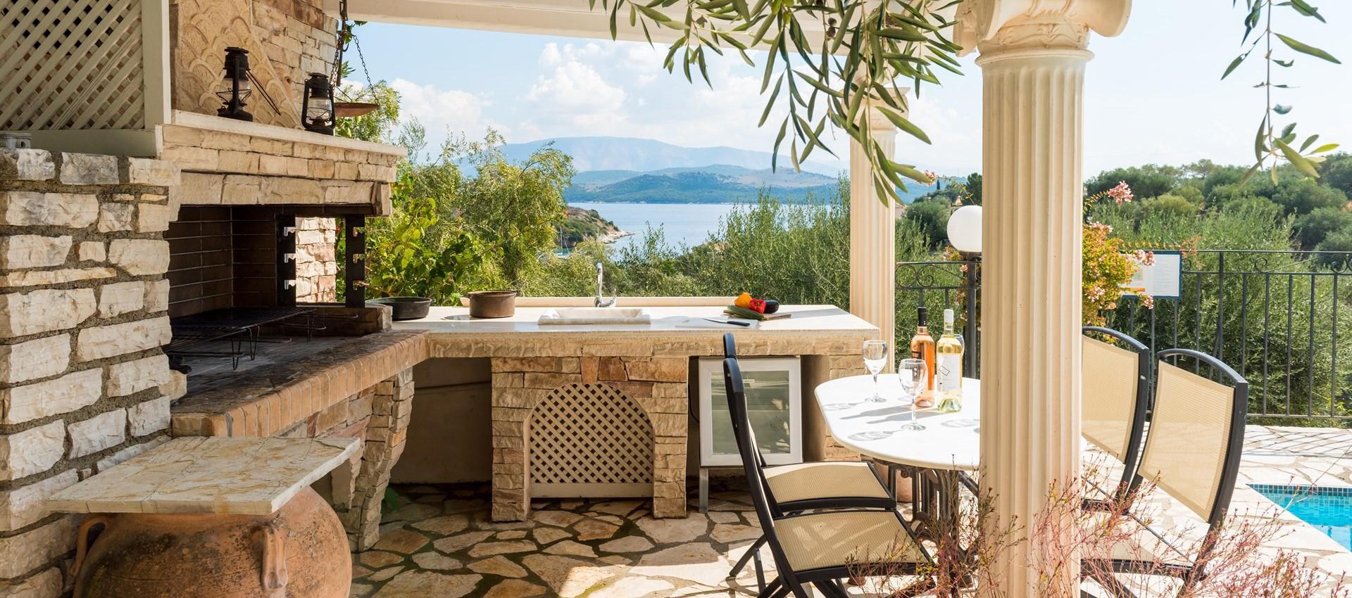 villa-giorgos-poolside-dining