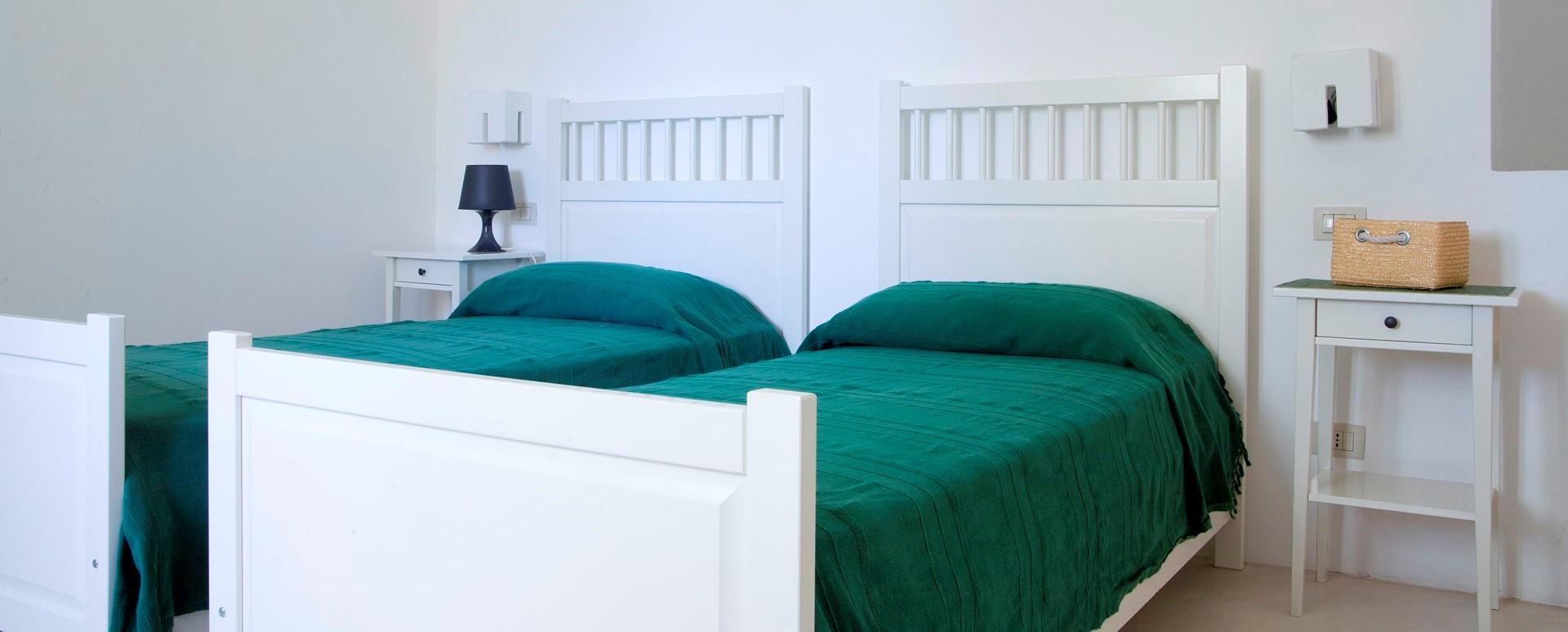 villa-giu-al-trullo-twin-bedroom