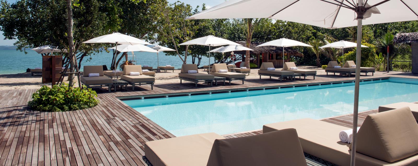 como-point-yamu-beach-club-pool