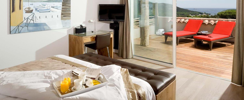villa-mare-e-monte-master-bedroom