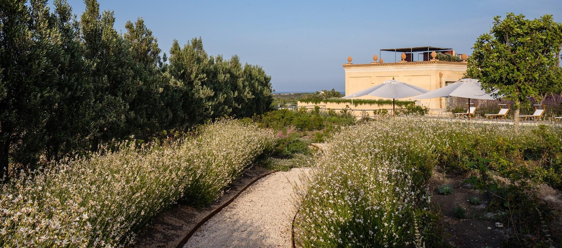 large-luxury-family-villa-sicily