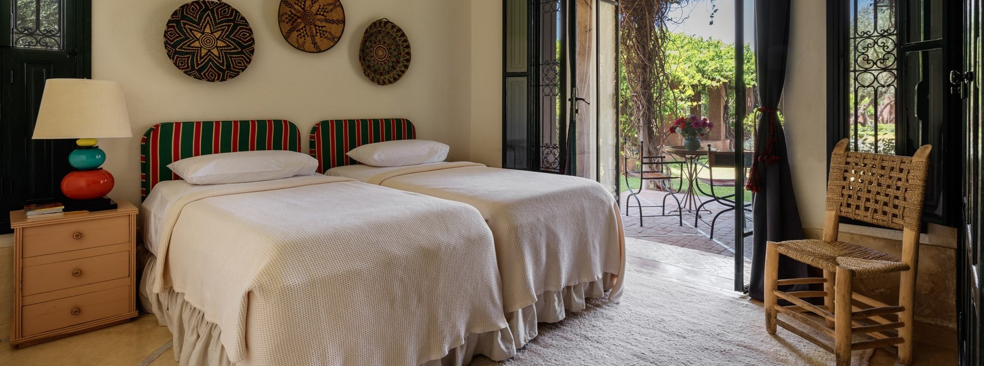 dar-des-roses-blanches-twin-bedroom2